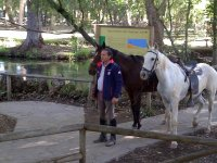 Con los dos caballos preparados para la ruta