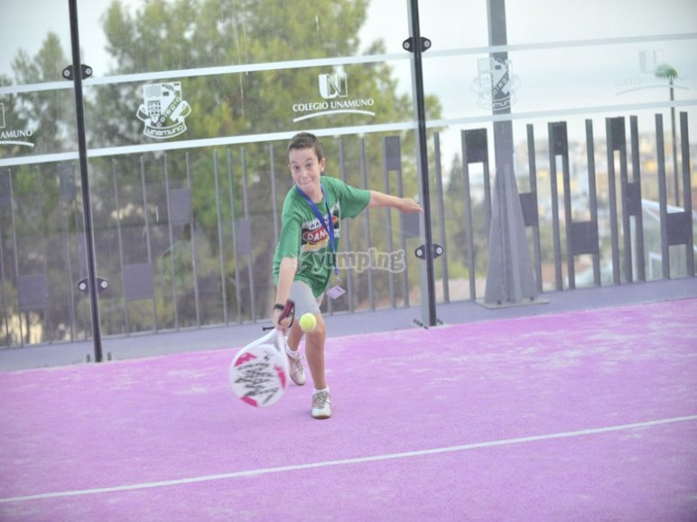 Jugando al tenis