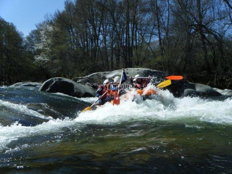 Descenso de rafting en el Tormes