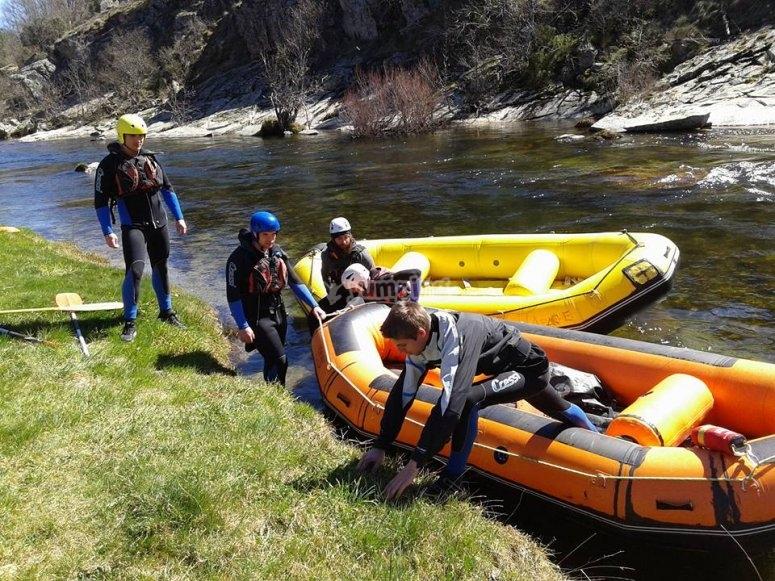 Iniciando el descenso de rafting en el Tormes
