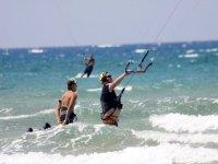风筝冲浪在我们的营地风筝的经验教训