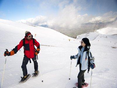 游览启动雪鞋行走。拉莫利纳