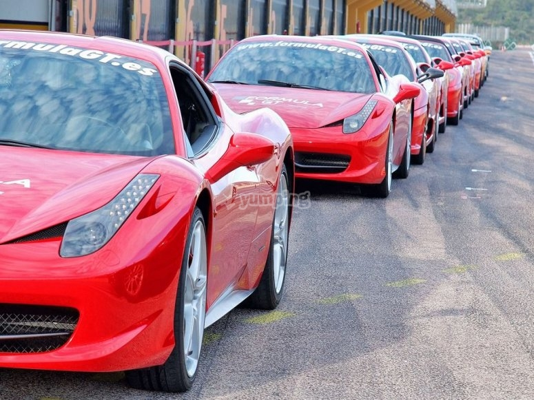 Come to the circuit of Huelva o drive a Ferrari