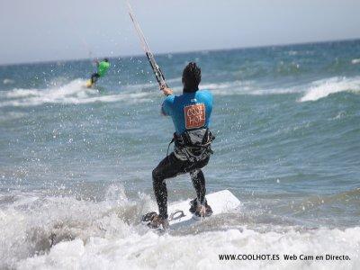 托雷莫利诺斯的风筝冲浪洗礼课程