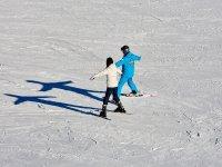 学习滑雪的运动