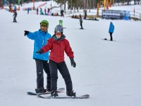 在滑雪板上保持平衡