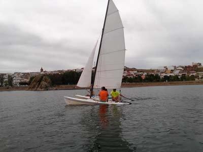 Alquiler de catamarán 1 hora en Alange