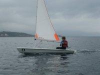 Alumno practicando windsurf