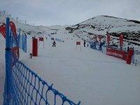 deslizandose en la pista de esqui