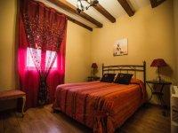 带双人床的卧室酒店房间