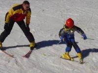 giovane sciatore