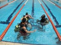 在狭窄水域潜水