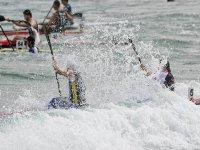 canoa salpicando