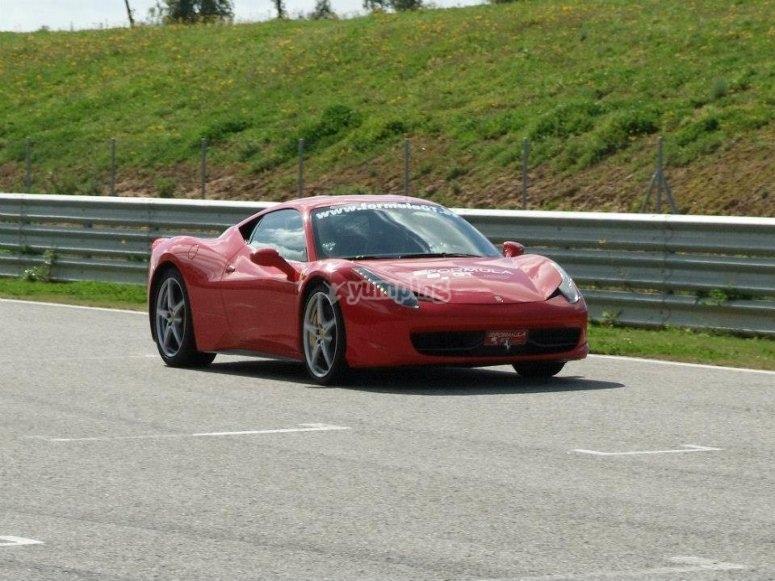 Conducir Ferrari en el Jarama