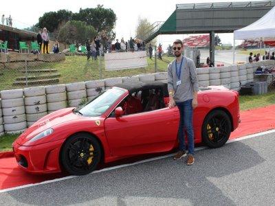 1参观法拉利F430的CanPadró赛道