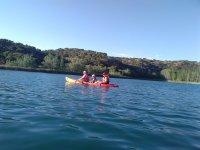 Compartiendo kayak entre tres