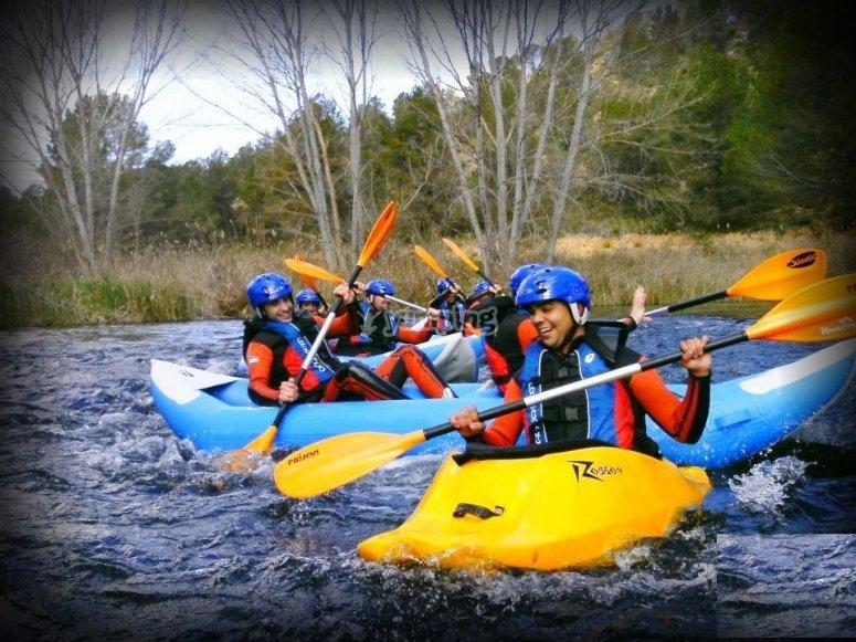 Paseo en canoa raft