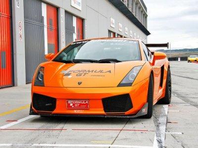 Pilota Lamborghini Gallardo在布鲁内特,1圈