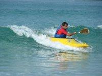 Dominando las olas con el kayak.JPG