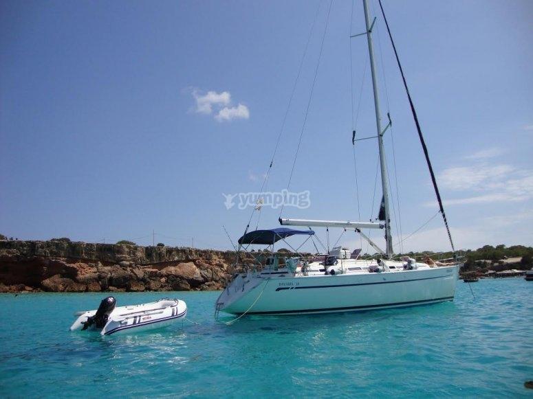 Giro in barca a vela attraverso Barcellona