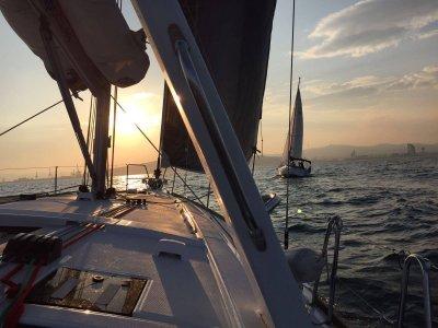 Giro in barca a vela a Barcellona in 4 ore esclusive