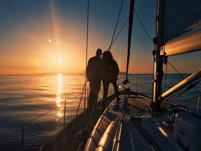 Sailing, romantic dinner, night and breakfast BCN