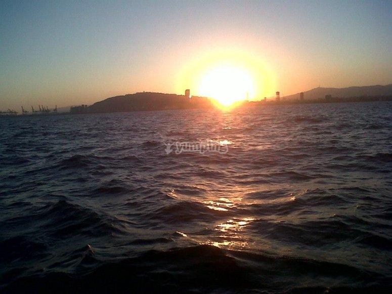 Anochecer en el mar