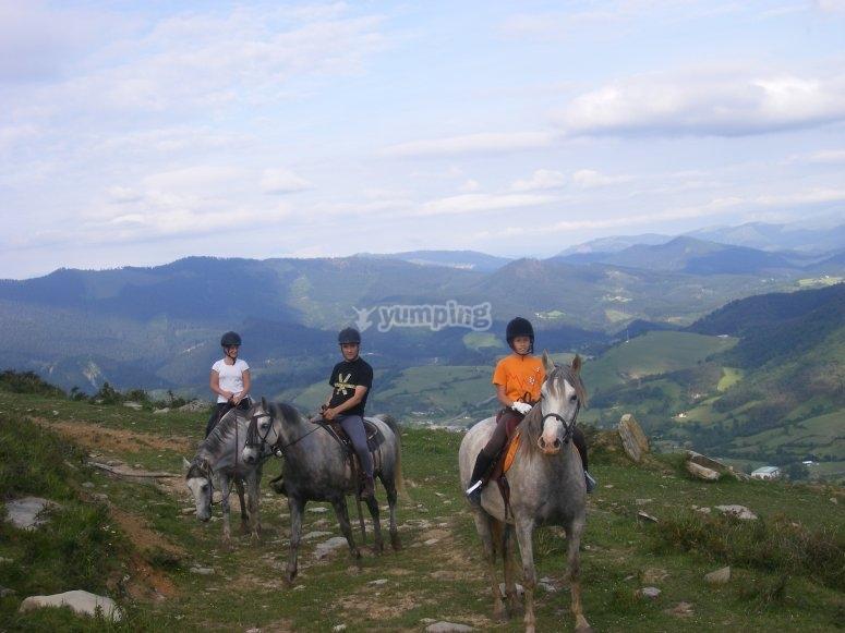 在阿尔特西涅加骑马