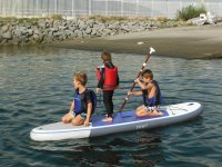 在SUP上单独划桨