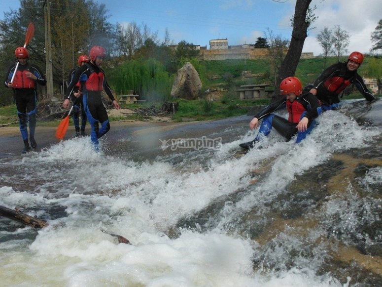 Facing the rough waters of the Tormes in the raft