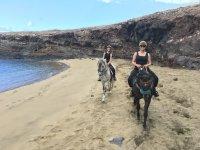 海滩骑马游览
