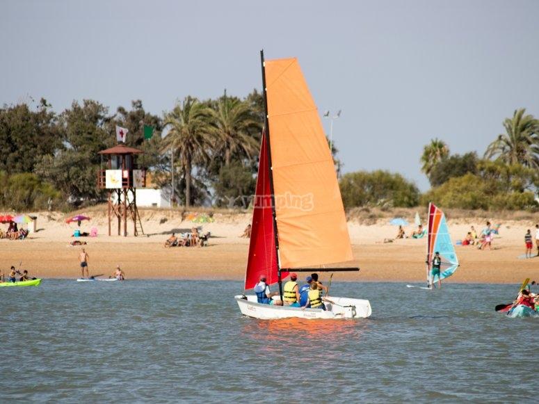 Zarpando mar adentro para una clase de vela