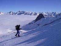 Con raquetas de nieve rumbo a la cumbre