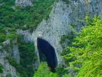 Entrada a la cueva de La Leze