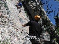 Aprender a asegurar en escalada