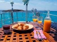 Desayuno en el Beneteau