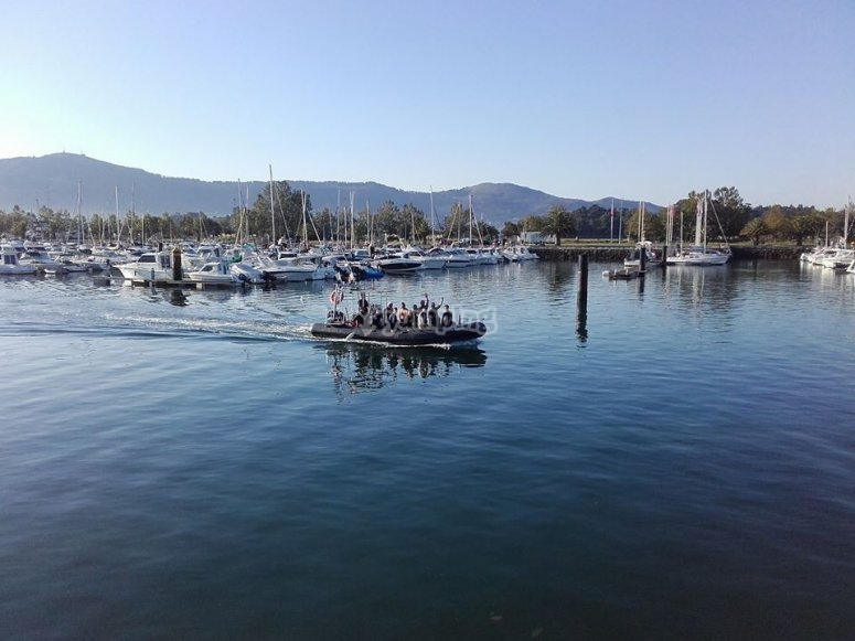 Navegar en lancha en Cantabria