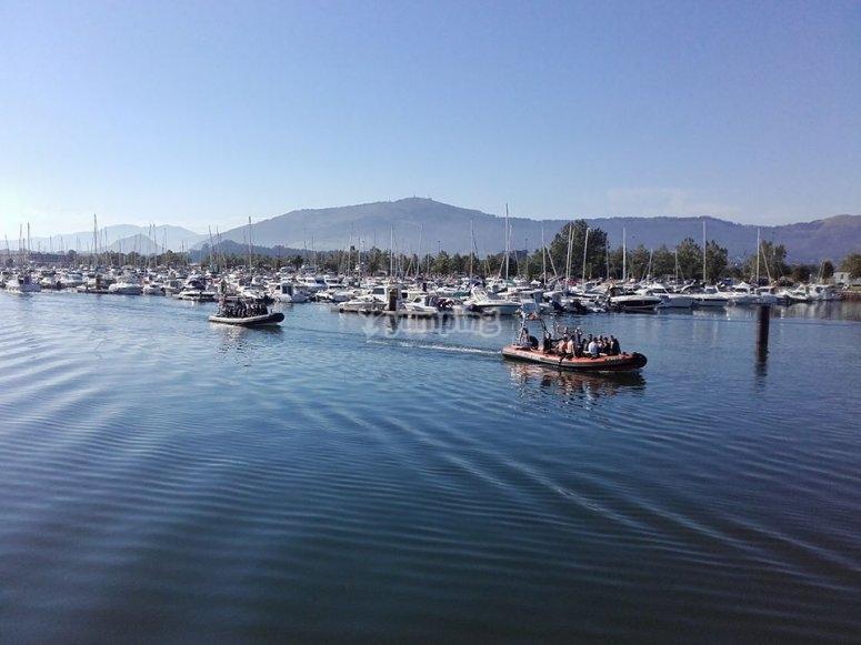 Saliendo del puerto de Santander con lancha