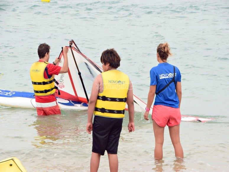 Aprendiendo windsurf en Sancti Petri