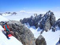 Alpinismo montañas nevadas