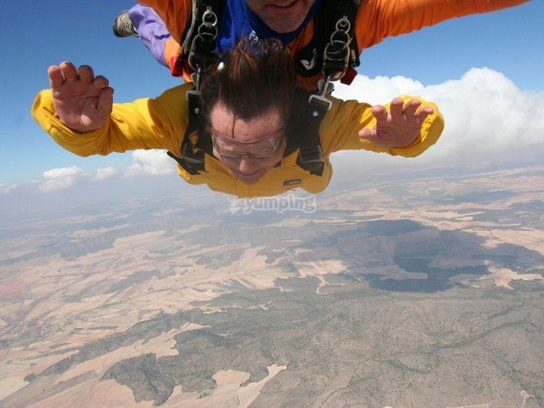 Caida libre en paracaidismo en Ontur