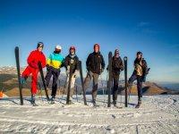 加泰罗尼亚比利牛斯山的集体滑雪课程2小时。