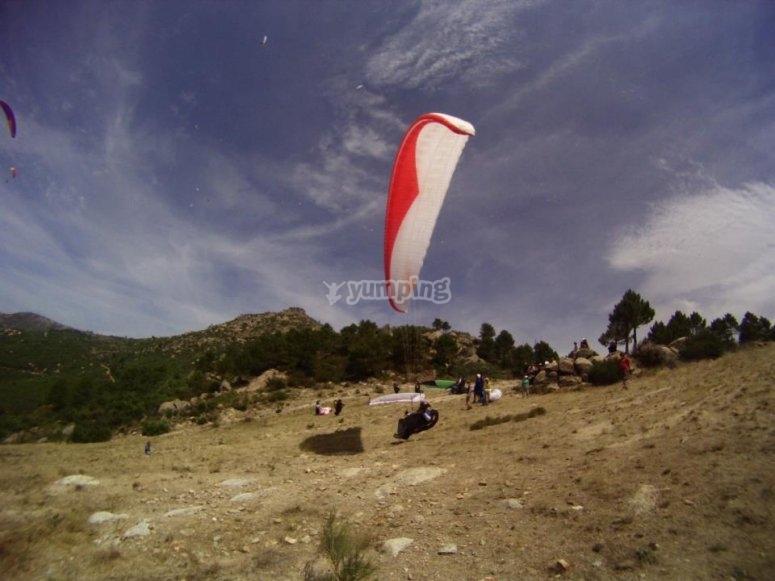 滑翔伞山飞行