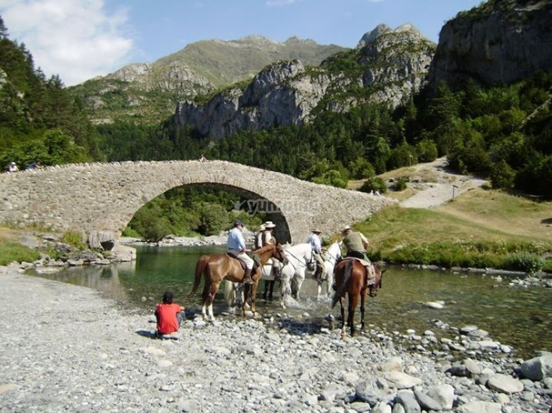 """Excursion  a caballo en Sarvise, 2 horas"""