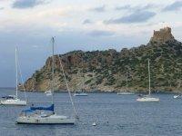 barco en isla cabrera