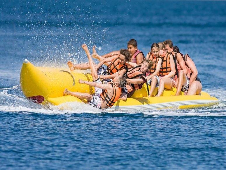 Chicos en la Banana boat