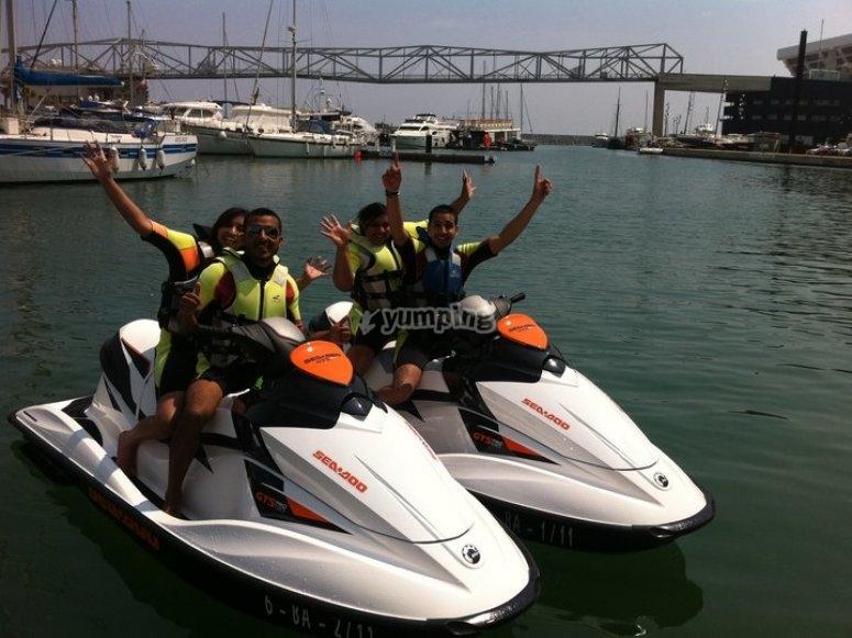 骑摩托艇游览巴塞罗那