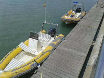 Alquiler de barco a motor en Sancti Petri