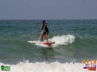 划桨冲浪波浪