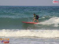 划桨冲浪和波浪捕捉波浪
